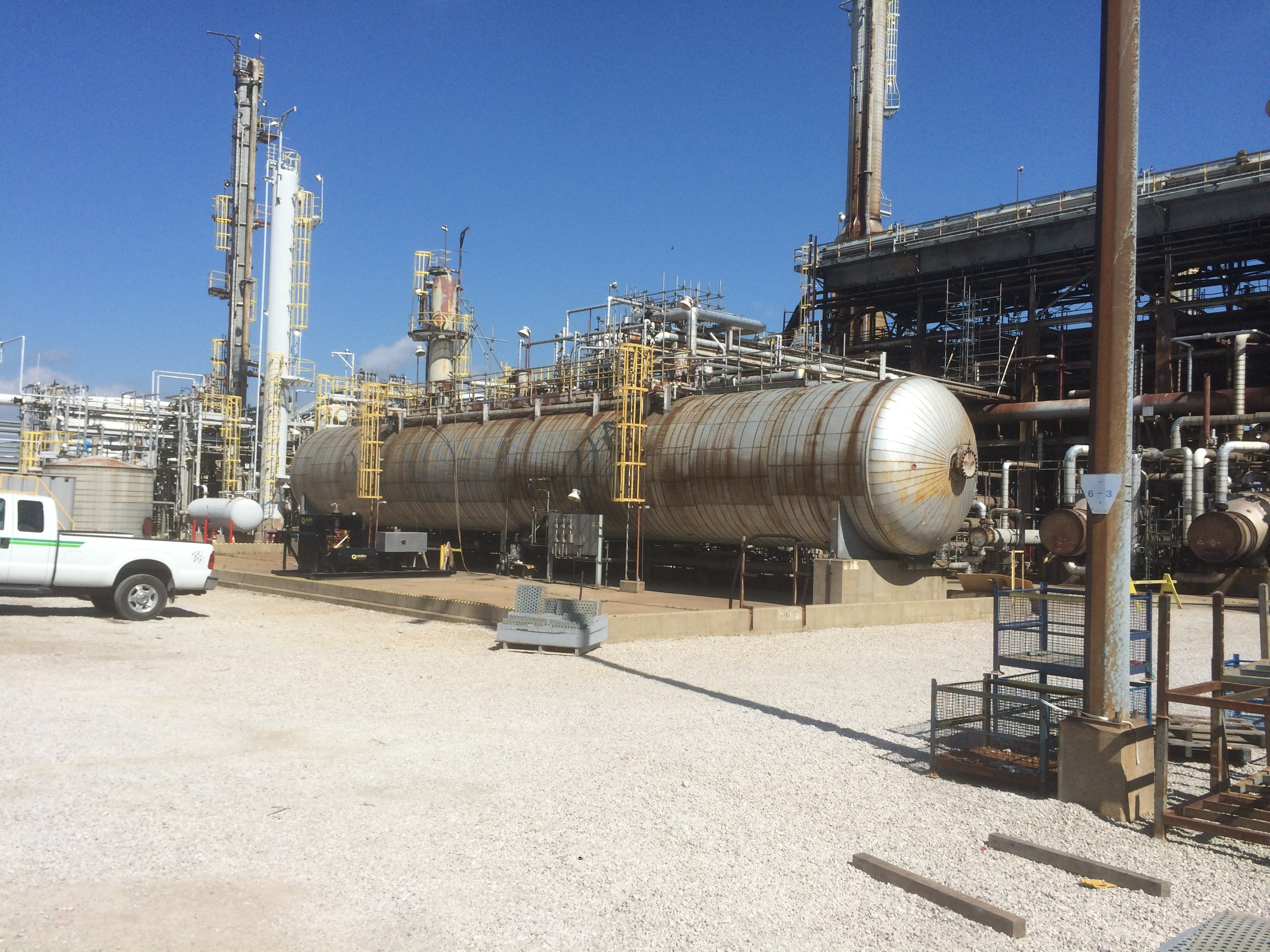 crude distillation unit Challenge of crude distillation unit optimisation the efficiency of a refinery to  produce petroleum distillates is directly linked to: • the crude oil that is delivered  to.